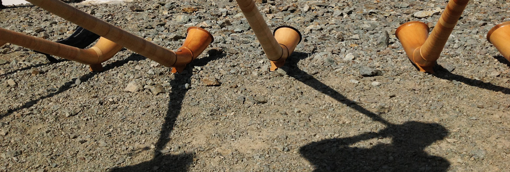 Spiel zwischen Stein Alphorn und Schatten